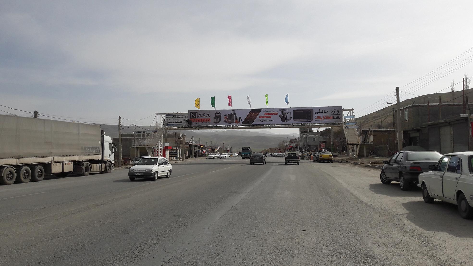 بیلبورد تبلیغاتی پل عابر پیاده محور دیواندره ، سنندج روستای حسین آباد