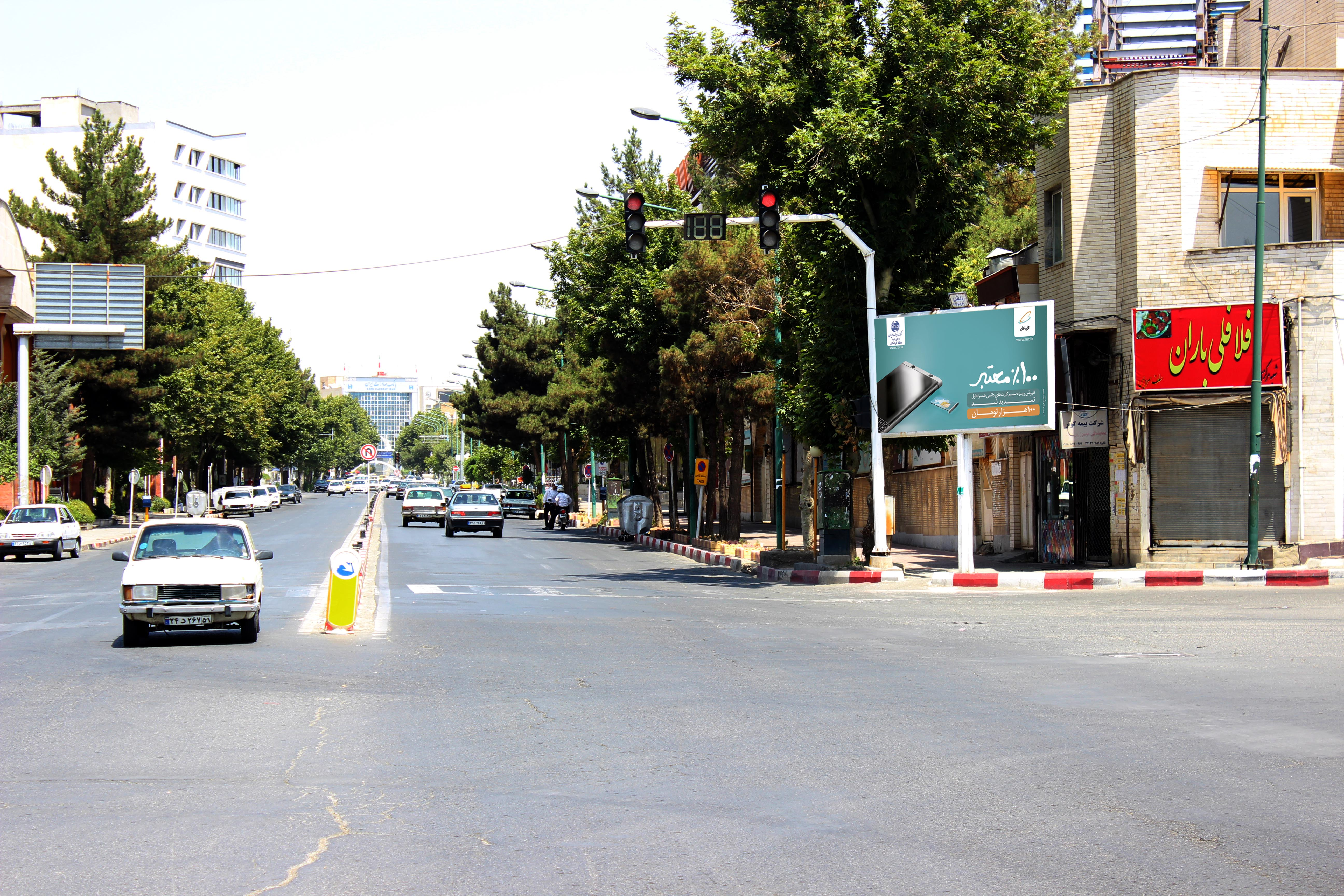 بیلبورد تبلیغاتی سه راه ادب سنندج نبش اداره اوقاف